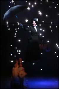 Mary Poppins učinila další rodinu šťastnou a odlétá pomoci další