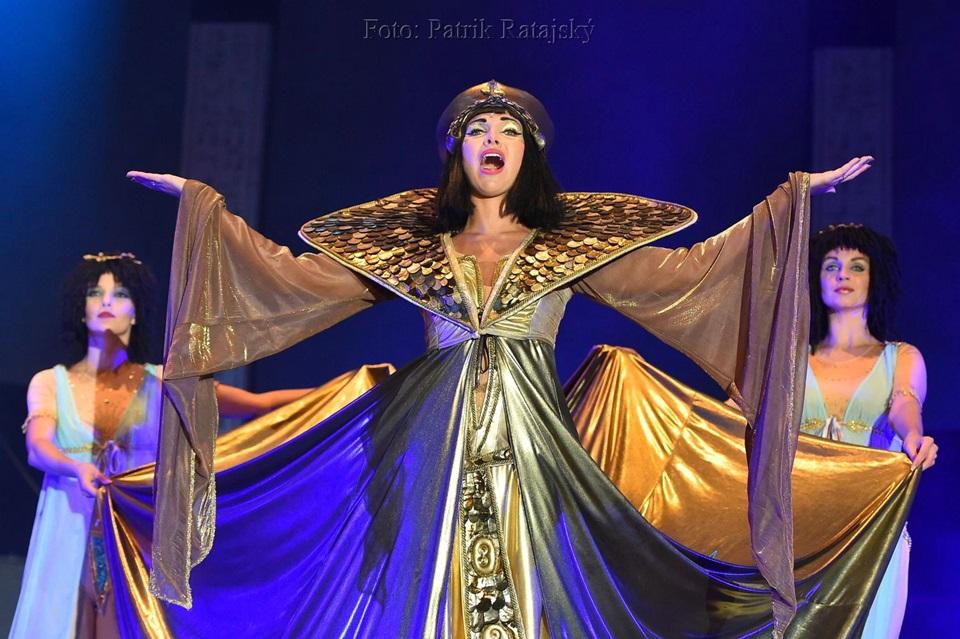 Kleopatra vstoupí za týden do Divadla Broadway v novém kabátě (+ rozhovory)
