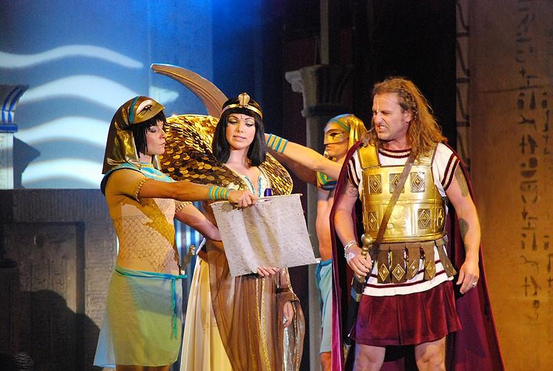 """Královna """"Kleopatra"""" opět vykročí na prkna Divadla Broadway"""