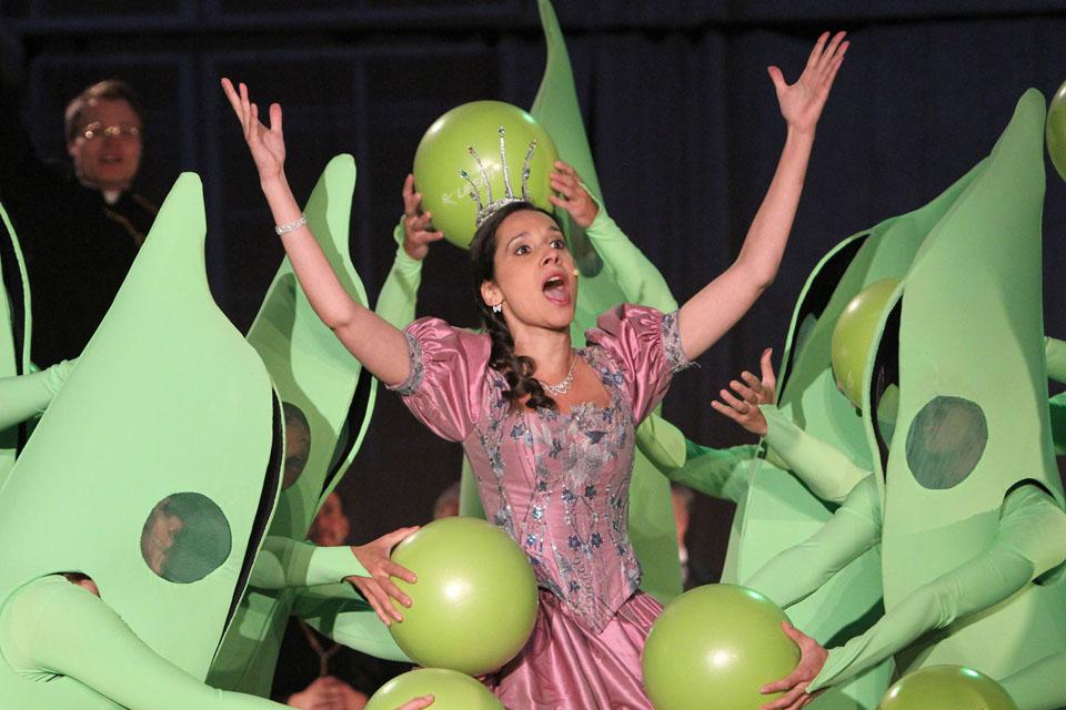 Mendel aneb Vzpoura hrášků – operetka pro letní večery (recenze)