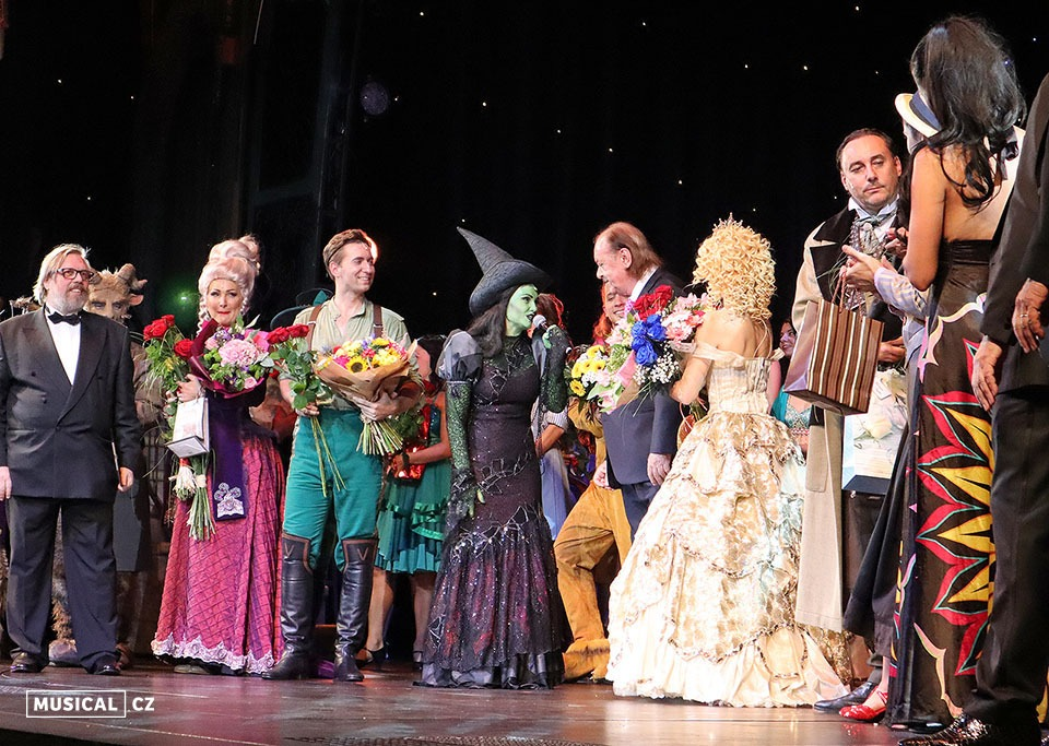 Premiérová děkovačka Muzikál Čarodějka (Wicked) Goja Music Hall premiéra