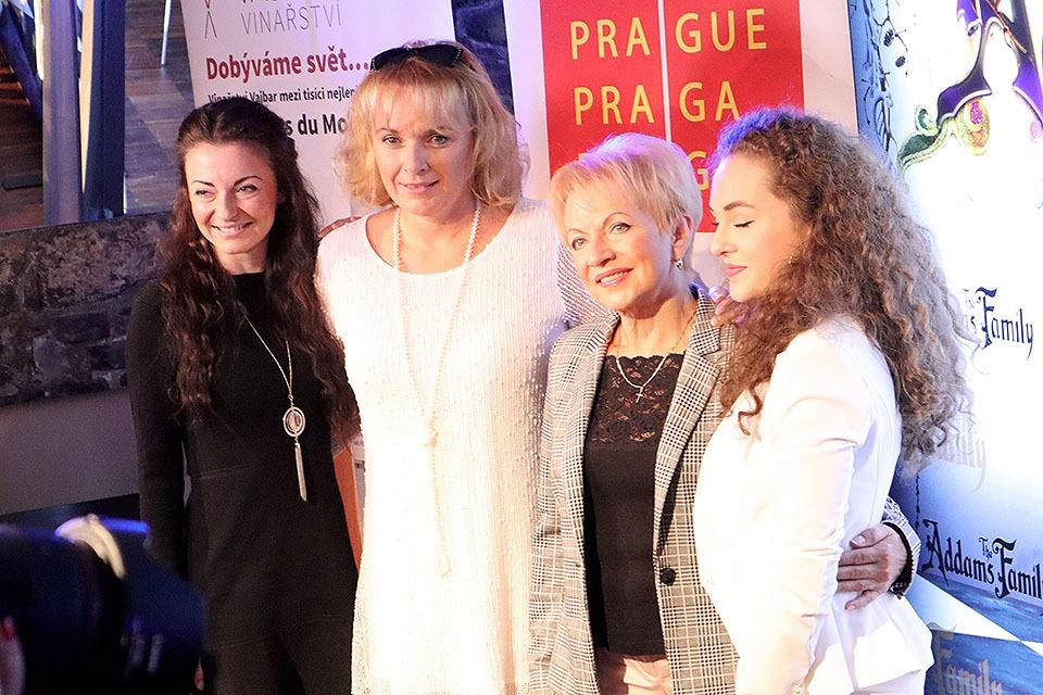Veronika Vyoralová, Barbora Munzarová, Pavla Břínková, Veronika Mertová The Addams Family Hudební divadlo Karlín