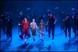 Vrcholná taneční scéna druhé půle muzikálu