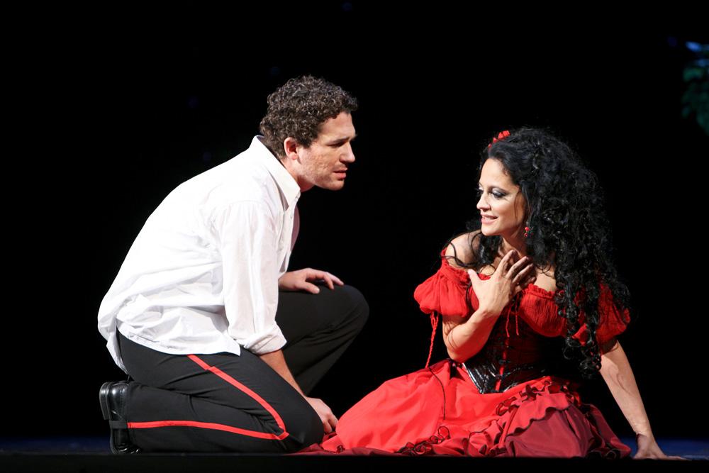 José (Robert Jícha) a Carmen (Lucie Bílá)
