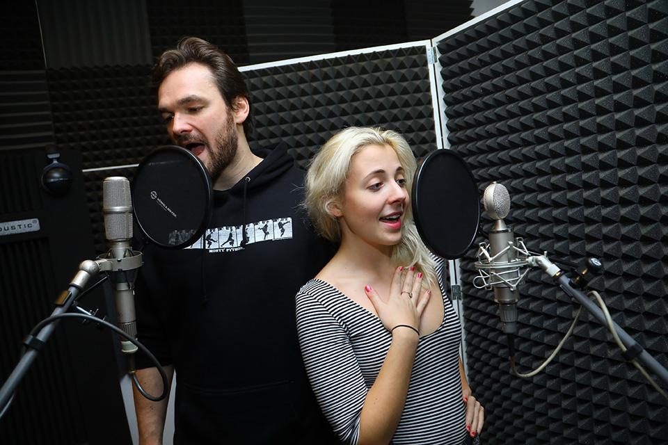 Tomáš Novotný a Anna Julie Slováčková ve studiu