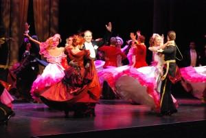 Taneční scéna (uprostřed Martin Slavík)