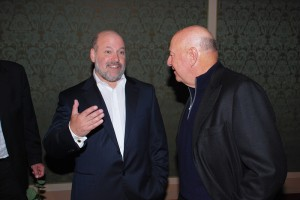 Frank Wildhorn ve foayer divadla