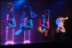Jedna z mnoha tanečních scén