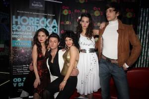 Herci se na tiskovce ukázali ve stylových kostýmech