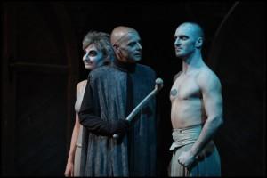 Osud ukončuje celý příběh ve stejně tajemném duchu, ve kterém ho začal. Tentokát zakončil i celou éru uvádění Krysaře v Divadle Kalich.