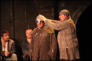Mojmír Maděrič si v zákulisí půjčil helmu Johanky z Arku