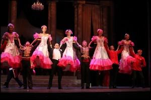 Taneční scéna (uprostřed Marian Vojtko)