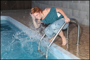 Bazén u penzionu si užívala Míša Nosková
