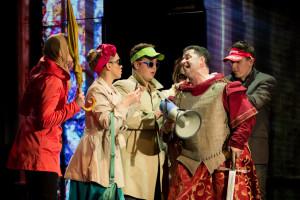 """""""Chrám svatého Víta je gotiky chlouba"""" - zacpe si někdo z publika nos pro dosažení toho správného zvuku?"""