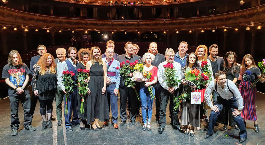 Jak se dělá muzikál Hudební divadlo Karlín Společné foto po premiéře