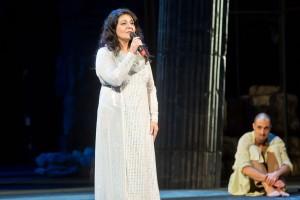 Athina Langoská zazpívala Mít rád bližního svého