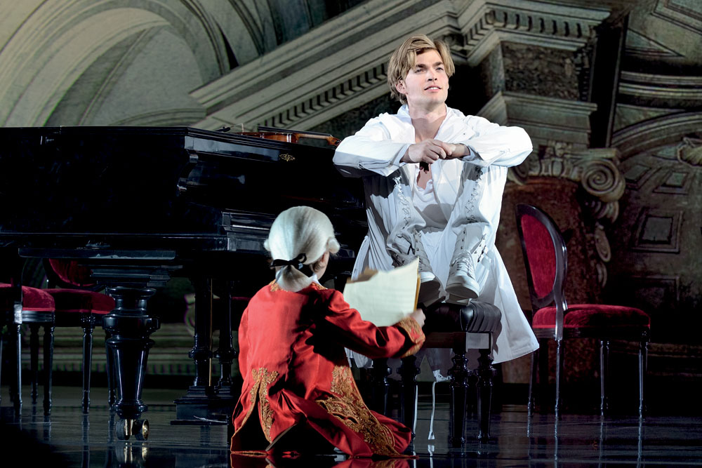 Mozart (Oedo Kuipers) a Amadé (Ilia Hollweg)