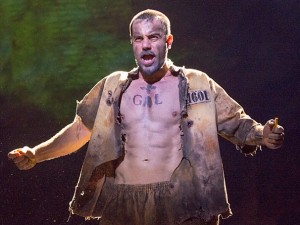 Ramin Karimloo jako Jean Valjean (Photo by Matthew Murphy)
