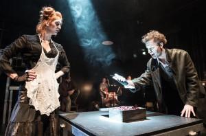 Katarína Mikulová (Paní Lovettová) a Štěpán Kaminský (Sweeney Todd)