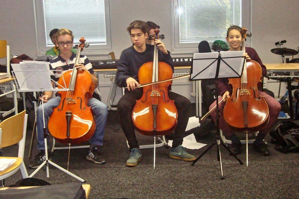 Muzikál doprovodí studenti živou hudbou