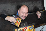Michal David pokřtil CD své muzikálové parodie na mučidlech