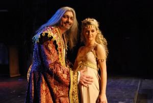 Dracula (Dan Hůlka) s Adrianou (Šárka Vaňková)