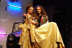 Sandra (Kamila Nývltová) a Nick (Alan Bastien)