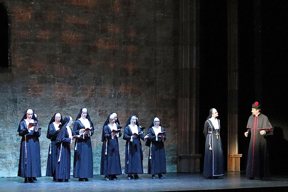 Sestra v akci Hudební divadlo Karlín Lucie Bílá