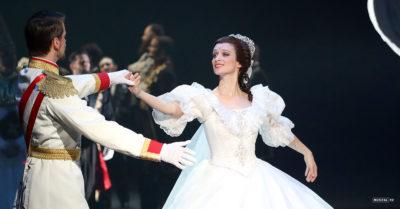 RECENZE: Muzikál ELISABETH v Plzni. Císařem premiéry se stal Režný