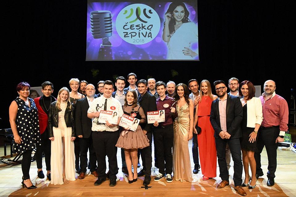 Společné foto finalistů a porotců 2018