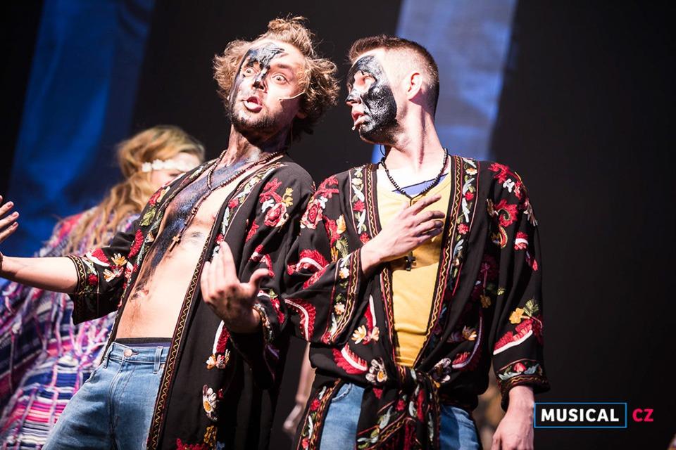 Vlasy s alternací Lukášem Adamem (foto Kristýna Junková)