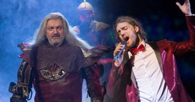 Muzikály Dracula a Čas růží pod širým nebem. Již v červnu