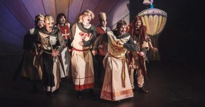Muzikál Monty Python´s SPAMALOT ožije na jevišti Městského divadla Kladno. Premiéra již příští týden