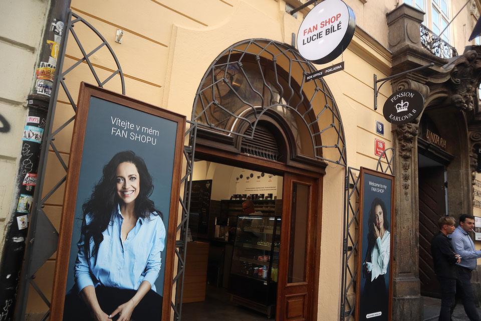 Fan shop Lucie Bílé, Divadlo Lucie Bílé