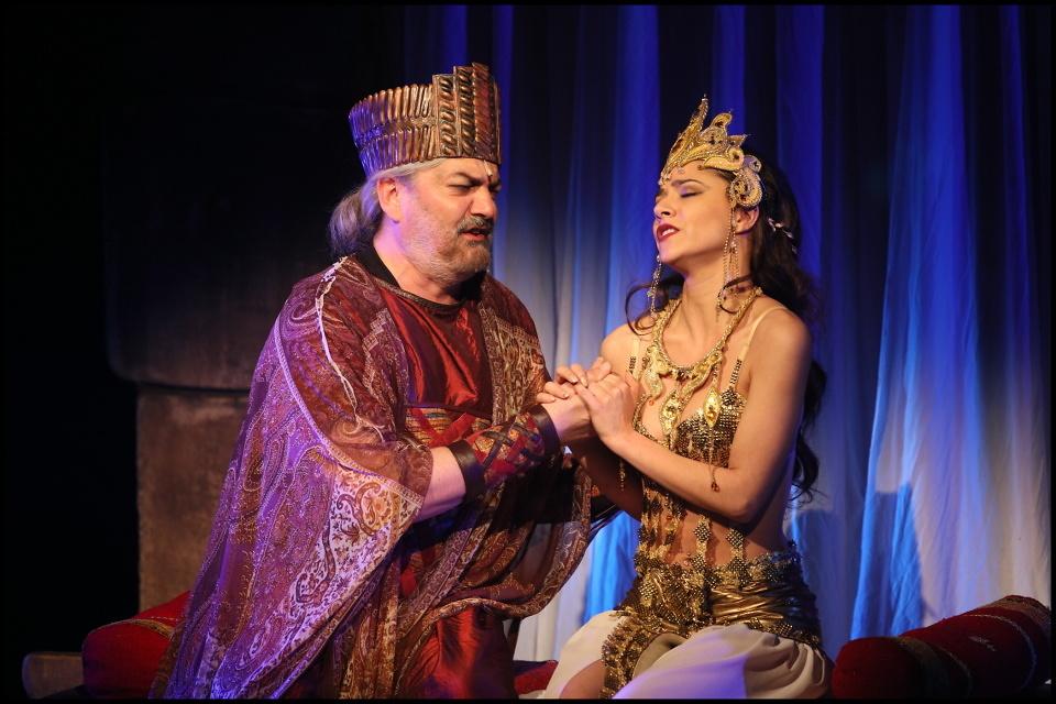 SIBYLA – Královna ze Sáby: jen láska zůstává, i když je všechno ztracený (recenze)