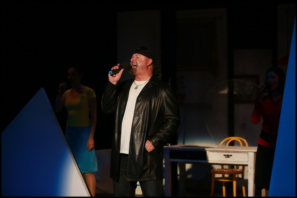"""""""Jsme tým"""": Hudebně-činoherní experiment v divadle Semafor"""