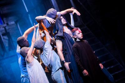 RECENZE: Návrat nestárnoucího KRYSAŘE vyniká skvělými výkony i originální choreografií