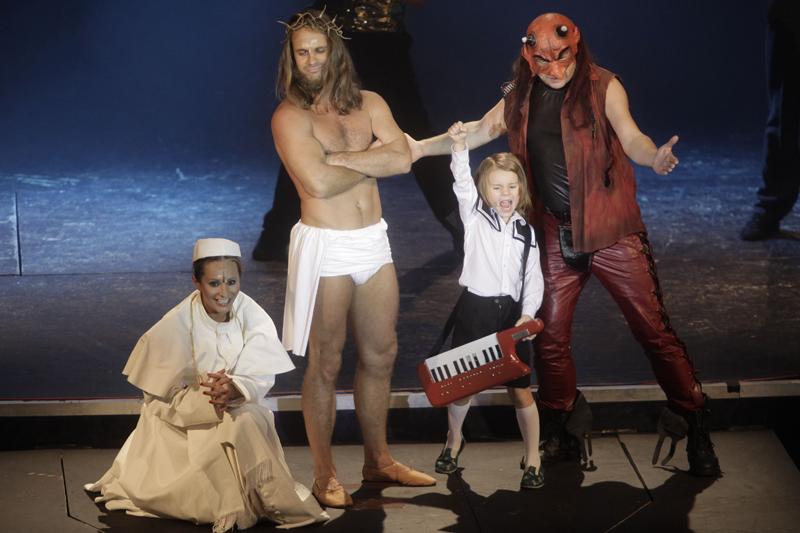"""11 muzikálů na jednom jevišti! To je """"Křížem krážem muzikálem"""" v Divadle Broadway"""