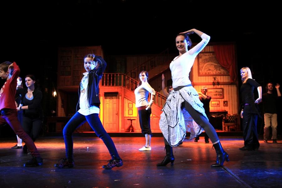 """Zkoušky """"Mary Poppins"""" v Divadle Hybernia vrcholí"""