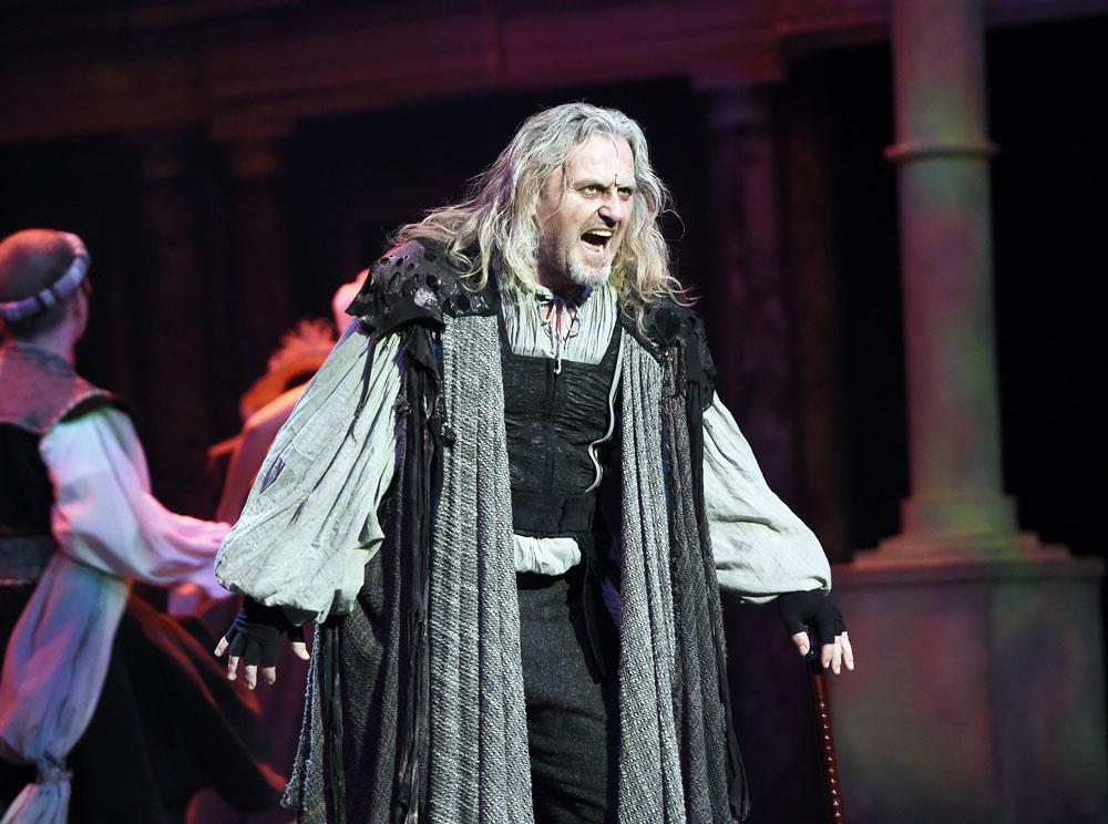 RECENZE: MEFISTO nabízí znovu prožít mládí v divadle Hybernia