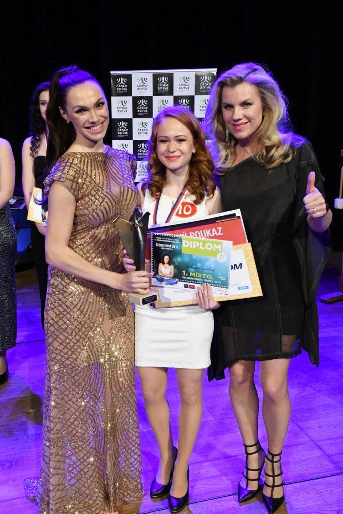 Patronka soutěže zpěvačka Kamila Nývltová s vítězkou roku 2017 a zpěvačkou Leonou Machálkovou