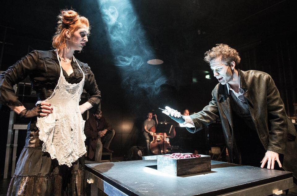 Sweeney Todd – Ďábelský holič z Fleet Street si v Divadle na Orlí libuje ve strachu (recenze)