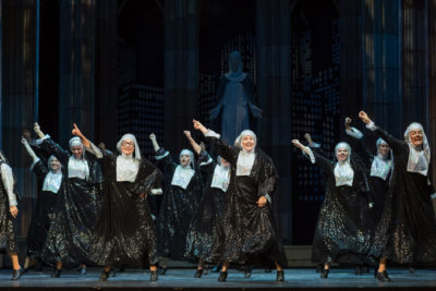 Recenze: SESTRA V AKCI vtrhla na prkna Hudebního divadla Karlín
