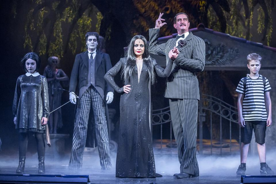 RECENZE: The Addams Family v muzikálu neděsí, jen lehce pošimrá bránici